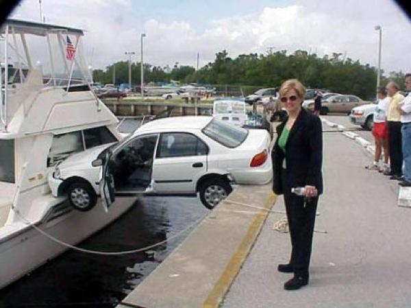 acidente de trânsito inexplicavel com carro